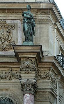 fontaine_saint-michel_paris_amortissement_de_la_colonne_de_droite